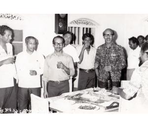 Henry Peiris with Sama Samaja leaders